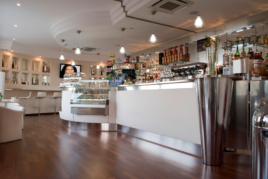 Idee arredamento bar uv01 regardsdefemmes for Arredamento in roma