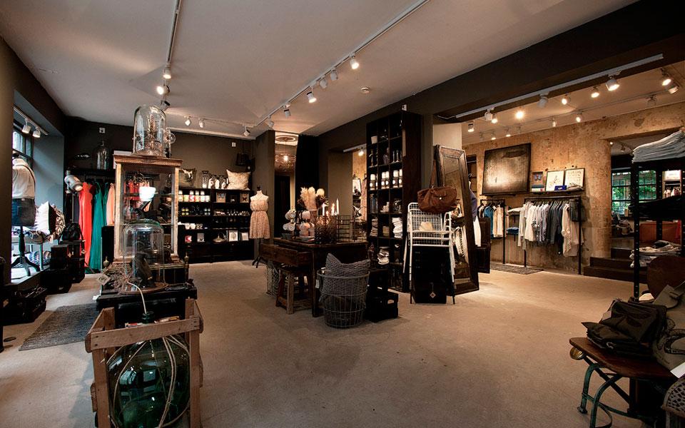 Arredamento negozi di abbigliamento roma for Negozi arredamento